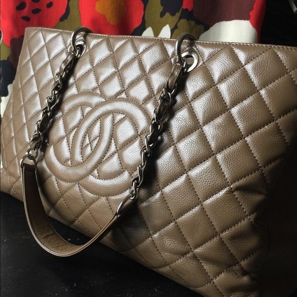 7657388f63e7 CHANEL Handbags - 🤩Authentic🤩 CHANEL GST caviar XL bag